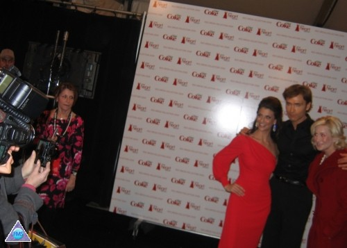 Posing on the red carpet with Samantha Harris & Kellie Pickler